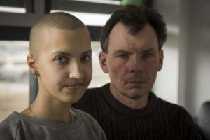 liza z tatą2 300x200 Liza z Ukrainy walczy o życie we Wrocławiu