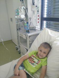chłpiec jest chory na raka od czterech lat