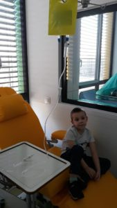 Mały chłopiec może stracić rączkę przez raka
