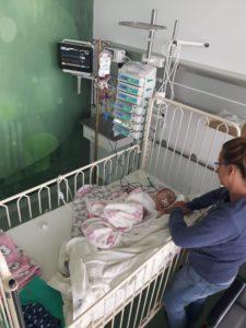 w szpitalu z mama