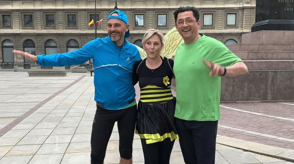 Maja Popielarska w stroju Pszczółki Mai fruwała po Warszawie
